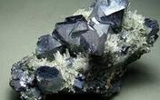 嘉兴水陆口岸首次进口铅锌矿石